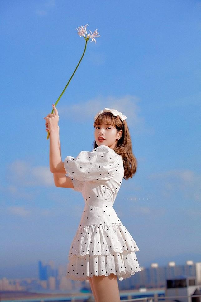 Trong thế giới fangirl: Lisa là đôi cánh để tôi bay trên những giấc mơ không dám thực hiện ảnh 1