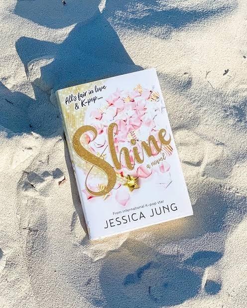 Tiểu thuyết đầu tay của Jessica Jung: Fan quốc tế lùng mua bản tiếng Việt ảnh 1