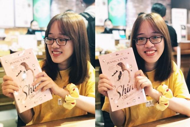 """""""Shine"""" của Jessica Jung: Fan háo hức cầm trên tay những cuốn sách đầu tiên ảnh 5"""