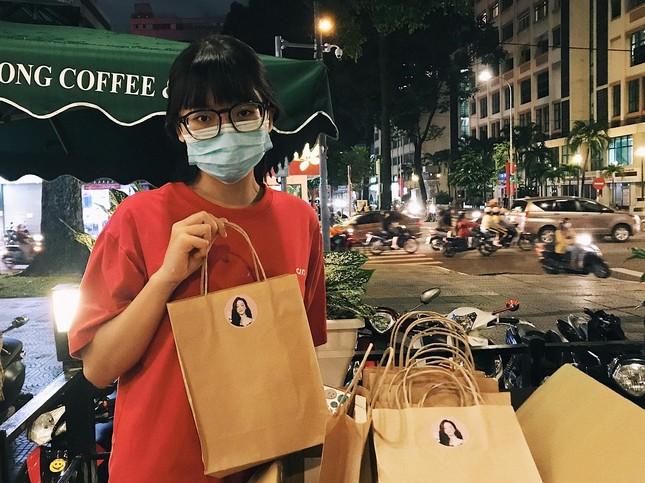 """""""Shine"""" của Jessica Jung: Fan háo hức cầm trên tay những cuốn sách đầu tiên ảnh 3"""