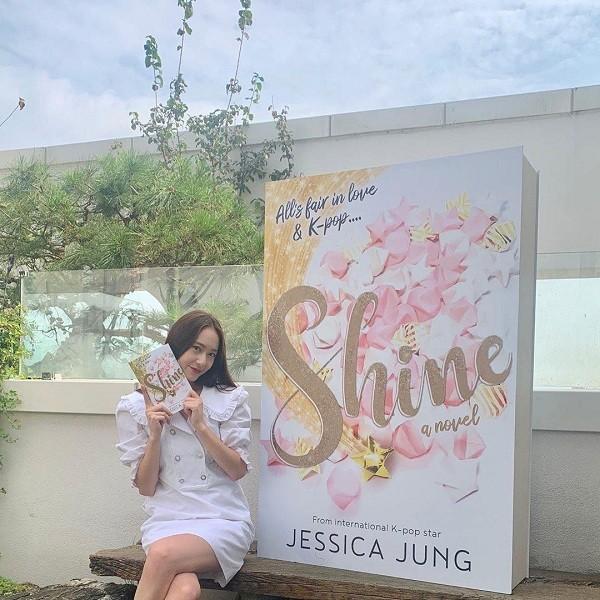 """Độc giả đáng yêu nhất của """"Shine"""": Không ai khác ngoài Krystal, luôn ủng hộ Jessica! ảnh 2"""