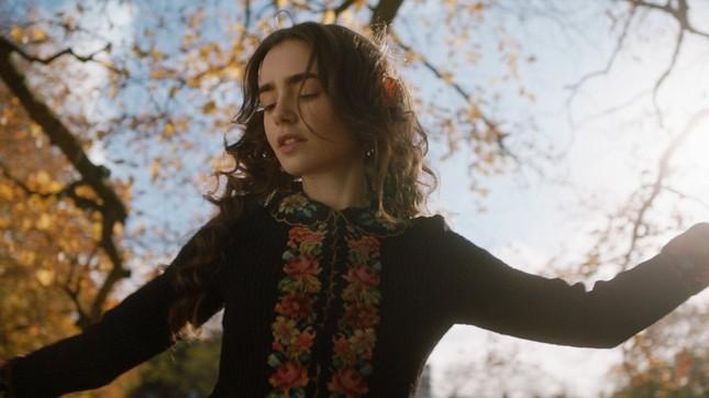 """Lily Collins và những bộ phim hóa thành """"nàng thơ"""" xinh đẹp nhất ảnh 13"""