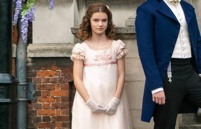 """Chân dung gia đình thượng lưu """"Bridgerton"""" của Netflix: Trai thì xinh, gái thì đẹp! ảnh 35"""