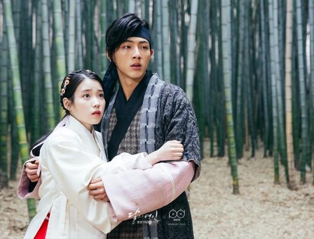 """Miệt mài chục năm vai phụ, vừa lên đời vai chính Ji Soo đã tự chôn vùi sự nghiệp vì """"phốt"""" ảnh 3"""