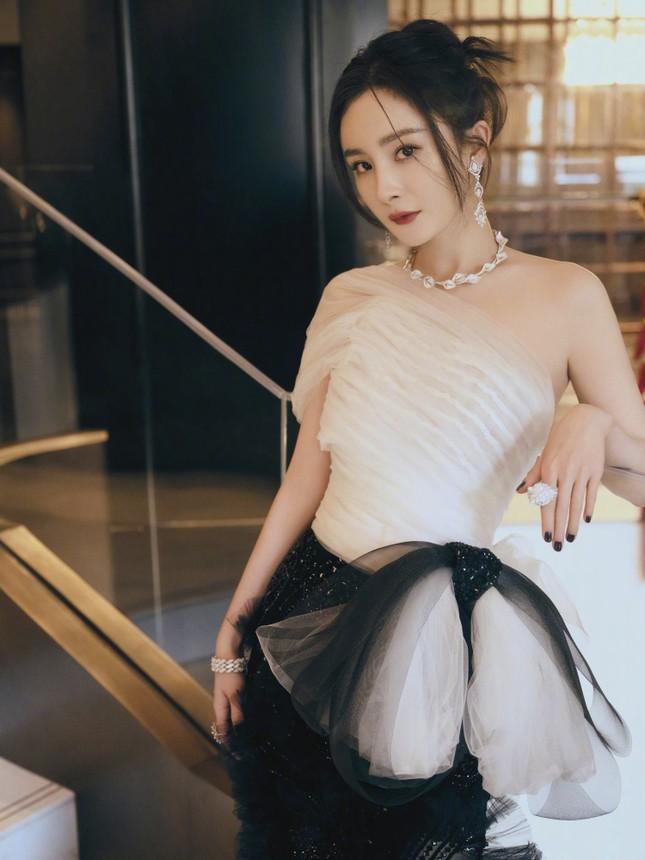 Sánh đôi Hứa Khải mà như chị em trong phim mới, Dương Mịch đã quá tuổi để đóng ngôn tình? ảnh 5