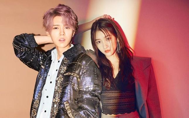"""Quan Hiểu Đồng diện đầm đỏ xinh đẹp hút hồn đến mức khiến netizen Trung """"dậy sóng"""" ảnh 6"""