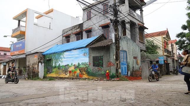 Mãn nhãn với làng bích họa siêu thực ngay tại Hà Nội ảnh 2