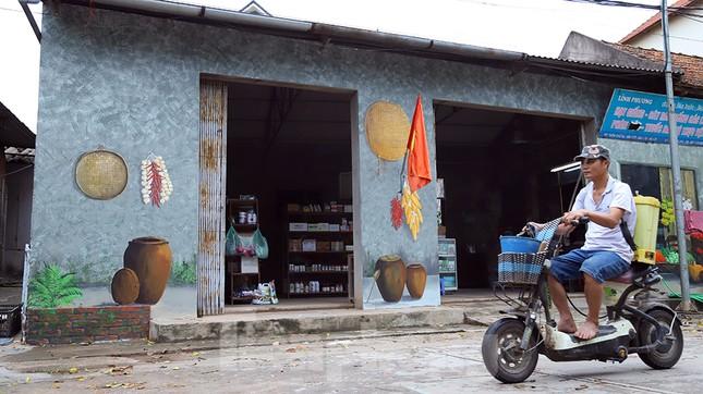 Mãn nhãn với làng bích họa siêu thực ngay tại Hà Nội ảnh 5
