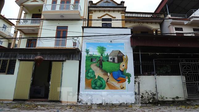 Mãn nhãn với làng bích họa siêu thực ngay tại Hà Nội ảnh 7
