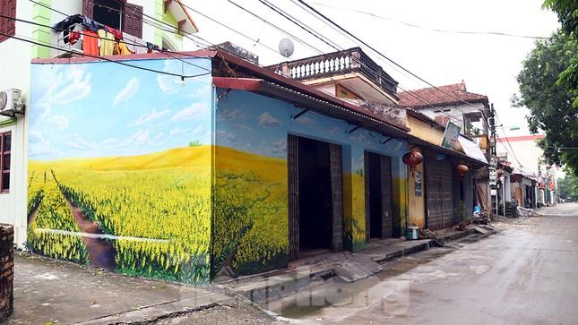 Mãn nhãn với làng bích họa siêu thực ngay tại Hà Nội ảnh 11