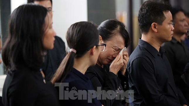 Dòng người nghẹn ngào tiễn biệt Thứ trưởng Giáo dục Lê Hải An ảnh 9