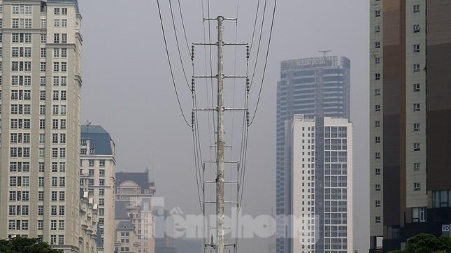 Hà Nội lại chìm trong ô nhiễm, khuyến cáo người dân hạn chế ra đường ảnh 5