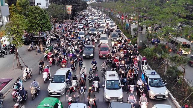 Giao thông Hà Nội tăng nhiệt những ngày gần Tết Canh Tý ảnh 1