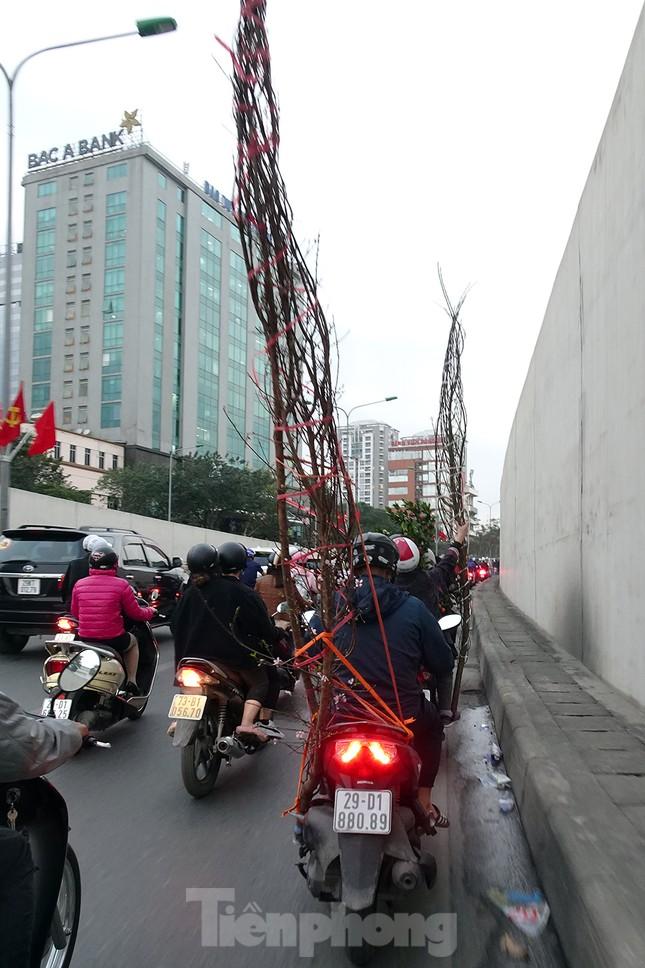 Giao thông Hà Nội tăng nhiệt những ngày gần Tết Canh Tý ảnh 3