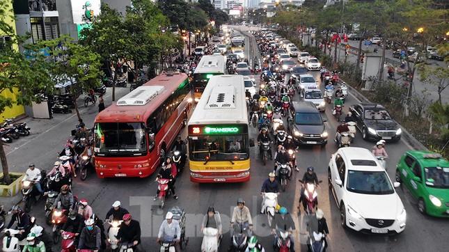 Giao thông Hà Nội tăng nhiệt những ngày gần Tết Canh Tý ảnh 4