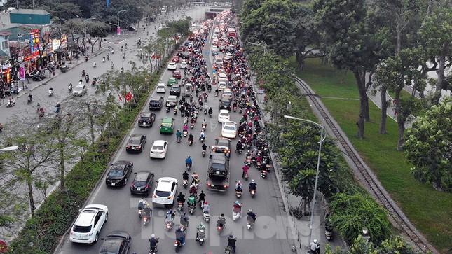Giao thông Hà Nội tăng nhiệt những ngày gần Tết Canh Tý ảnh 5