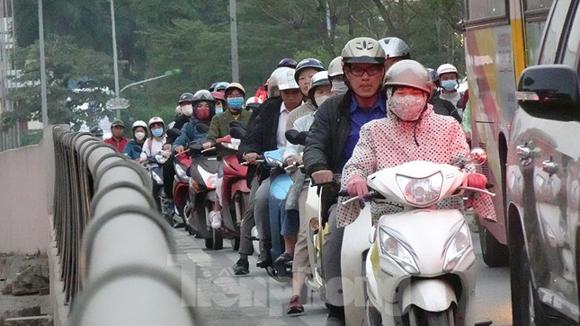 Giao thông Hà Nội tăng nhiệt những ngày gần Tết Canh Tý ảnh 6