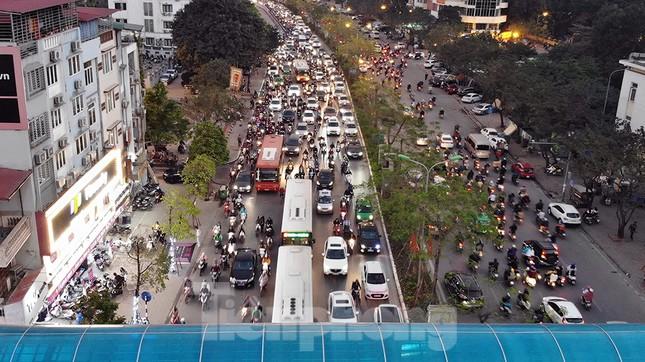Giao thông Hà Nội tăng nhiệt những ngày gần Tết Canh Tý ảnh 7