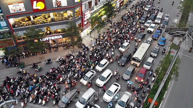 Giao thông Hà Nội tăng nhiệt những ngày gần Tết Canh Tý ảnh 8