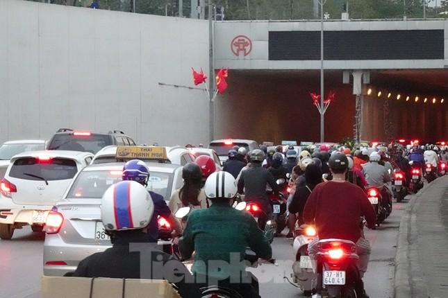Giao thông Hà Nội tăng nhiệt những ngày gần Tết Canh Tý ảnh 9