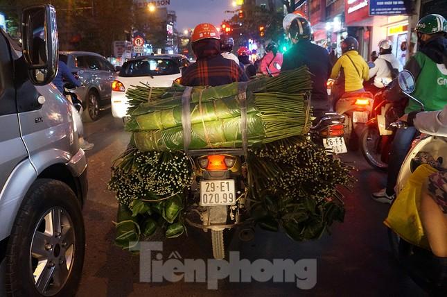 Giao thông Hà Nội tăng nhiệt những ngày gần Tết Canh Tý ảnh 11