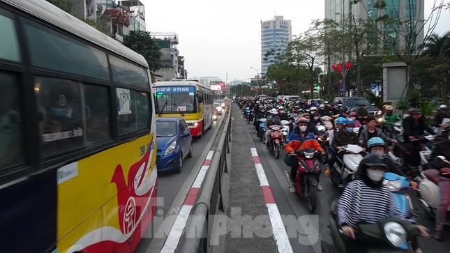 Giao thông Hà Nội tăng nhiệt những ngày gần Tết Canh Tý ảnh 12