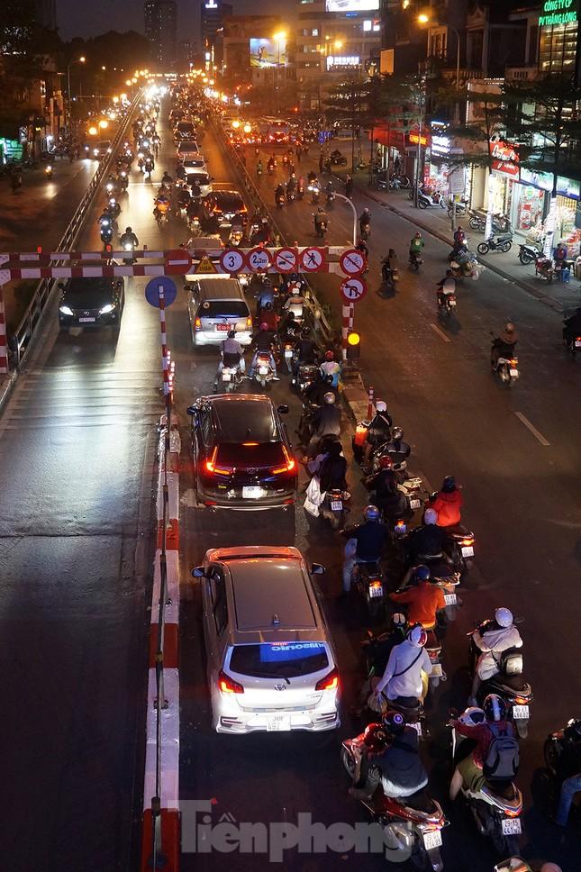 Giao thông Hà Nội tăng nhiệt những ngày gần Tết Canh Tý ảnh 13
