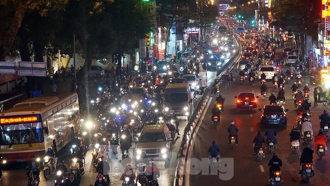 Giao thông Hà Nội tăng nhiệt những ngày gần Tết Canh Tý ảnh 14