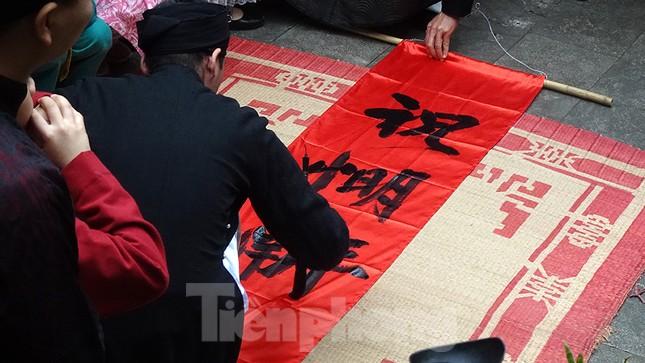 Rộn ràng lễ dựng Cây Nêu ở phố cổ Hà Nội ảnh 2