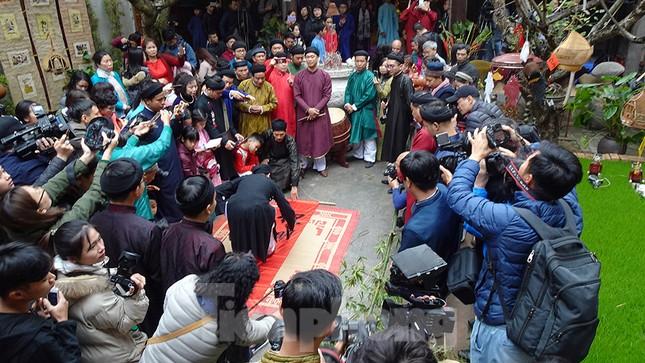 Rộn ràng lễ dựng Cây Nêu ở phố cổ Hà Nội ảnh 3