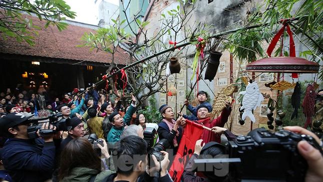 Rộn ràng lễ dựng Cây Nêu ở phố cổ Hà Nội ảnh 10