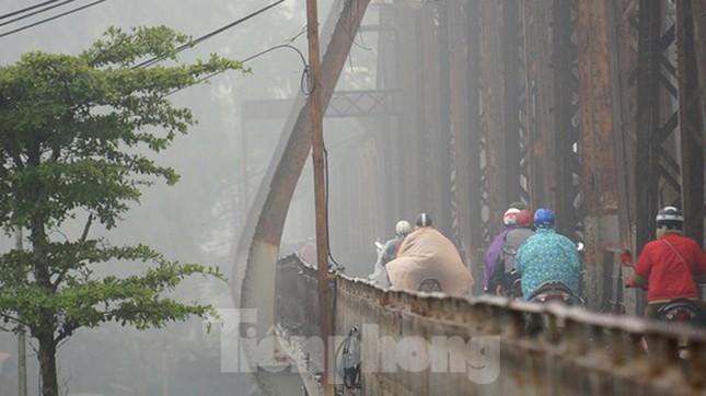 Mưa phùn phủ khắp Hà Nội ngày 27 Tết ảnh 2