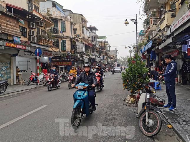 Mưa phùn phủ khắp Hà Nội ngày 27 Tết ảnh 9