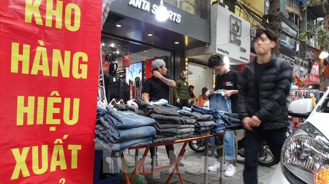 Đổ xô mua hàng thời trang 'giảm giá bom tấn' cuối năm ảnh 7