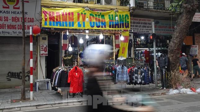 Đổ xô mua hàng thời trang 'giảm giá bom tấn' cuối năm ảnh 13