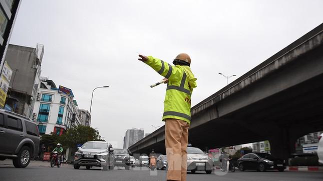 Người dân ùn ùn quay lại Thủ đô sau một tuần nghỉ Tết ảnh 18