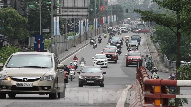 Người dân chủ quan, giao thông Hà Nội không có dấu hiệu 'cách ly toàn xã hội' ảnh 5