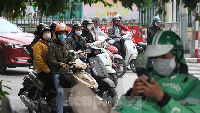 Người dân chủ quan, giao thông Hà Nội không có dấu hiệu 'cách ly toàn xã hội' ảnh 6