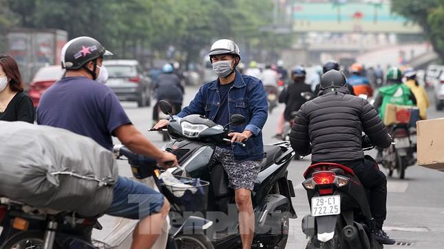 Người dân chủ quan, giao thông Hà Nội không có dấu hiệu 'cách ly toàn xã hội' ảnh 7