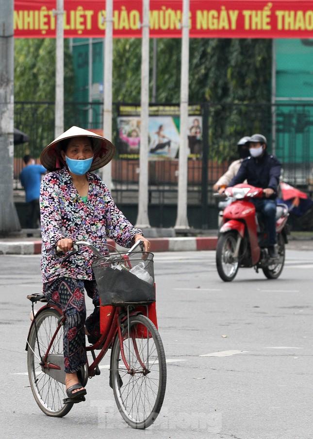 Người dân chủ quan, giao thông Hà Nội không có dấu hiệu 'cách ly toàn xã hội' ảnh 8