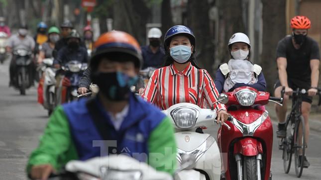 Người dân chủ quan, giao thông Hà Nội không có dấu hiệu 'cách ly toàn xã hội' ảnh 9