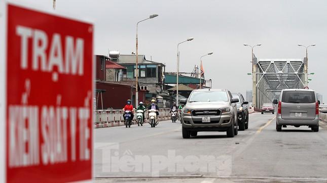 Người dân chủ quan, giao thông Hà Nội không có dấu hiệu 'cách ly toàn xã hội' ảnh 12