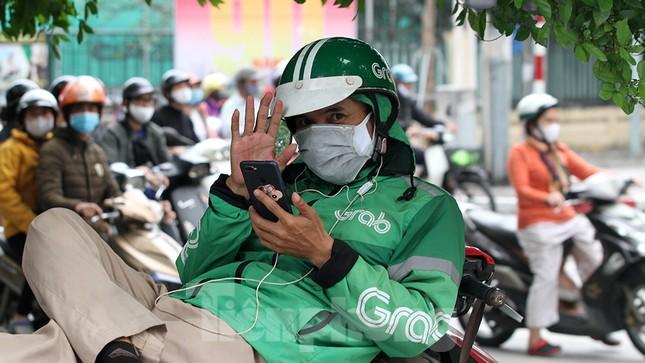 Người dân chủ quan, giao thông Hà Nội không có dấu hiệu 'cách ly toàn xã hội' ảnh 13
