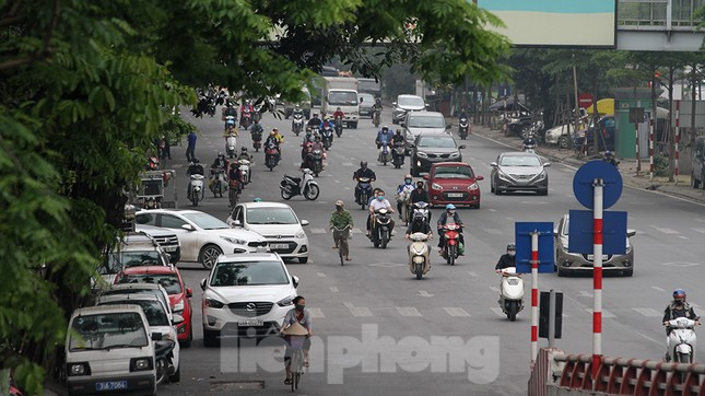 Người dân chủ quan, giao thông Hà Nội không có dấu hiệu 'cách ly toàn xã hội' ảnh 14