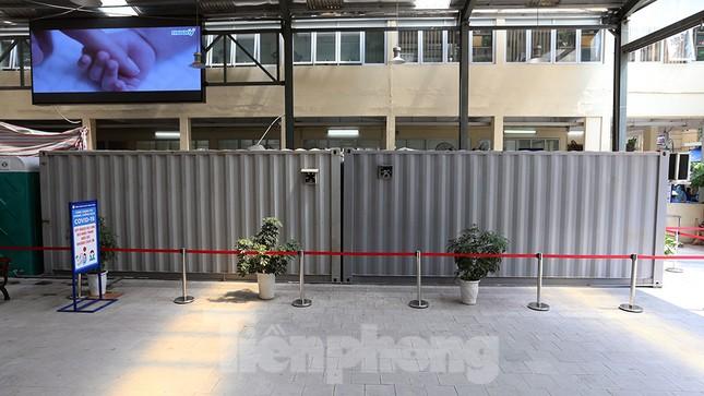 Cận cảnh phòng khám dã chiến bằng container ở bệnh viện phụ sản T.Ư ảnh 2
