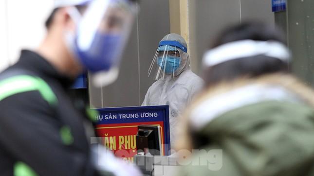 Cận cảnh phòng khám dã chiến bằng container ở bệnh viện phụ sản T.Ư ảnh 3