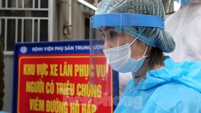 Cận cảnh phòng khám dã chiến bằng container ở bệnh viện phụ sản T.Ư ảnh 7