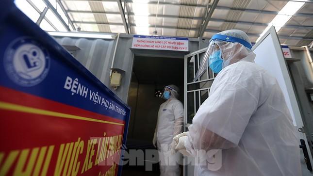 Cận cảnh phòng khám dã chiến bằng container ở bệnh viện phụ sản T.Ư ảnh 8
