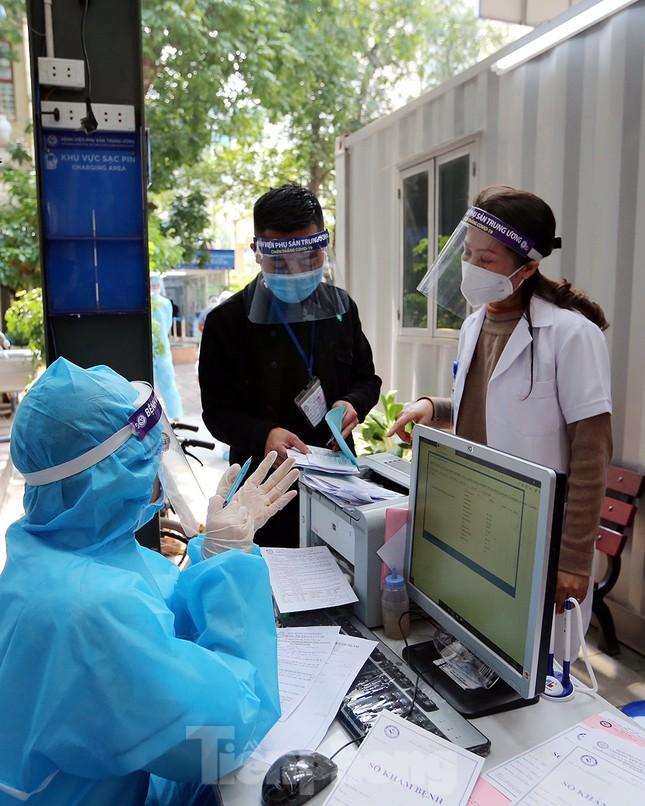 Cận cảnh phòng khám dã chiến bằng container ở bệnh viện phụ sản T.Ư ảnh 15