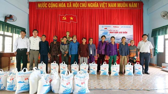 Trao tặng 50 tấn gạo cho ngư dân Quảng Ngãi ảnh 7